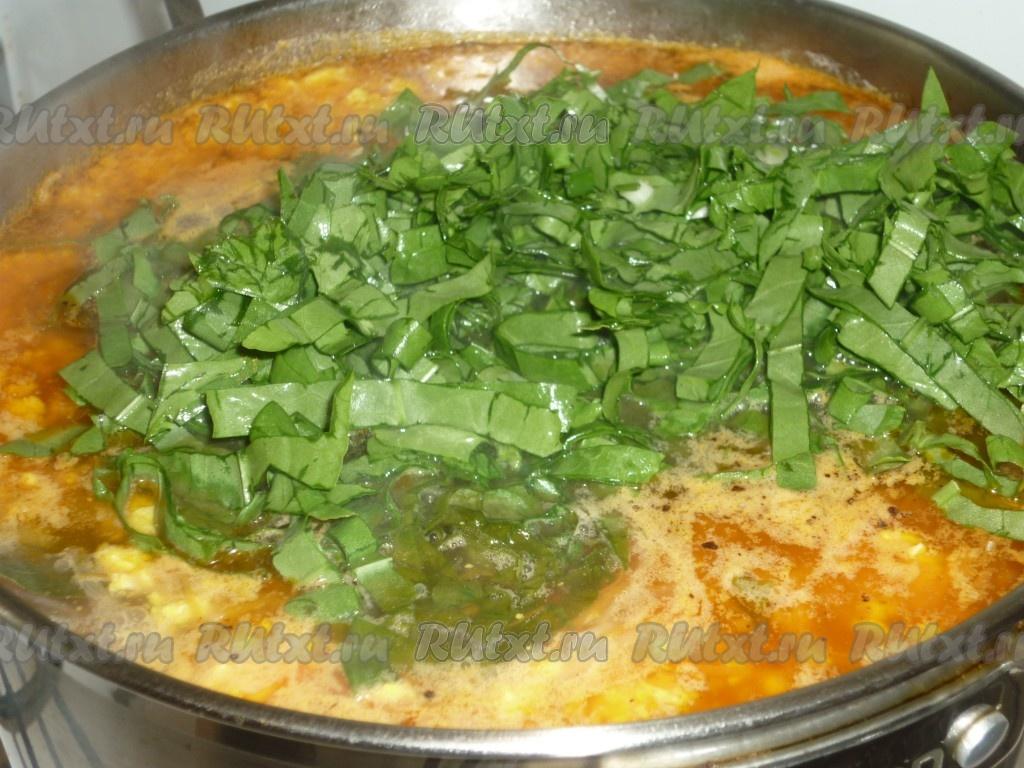 Зеленый борщ с щавелем и капустой
