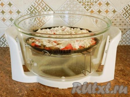 Поставить свинину с грибами и сыром запекаться под гриль в разогретую духовку на 10 минут при температуре 200 градусов или в аэрогриль я запекала в аэрогриле).