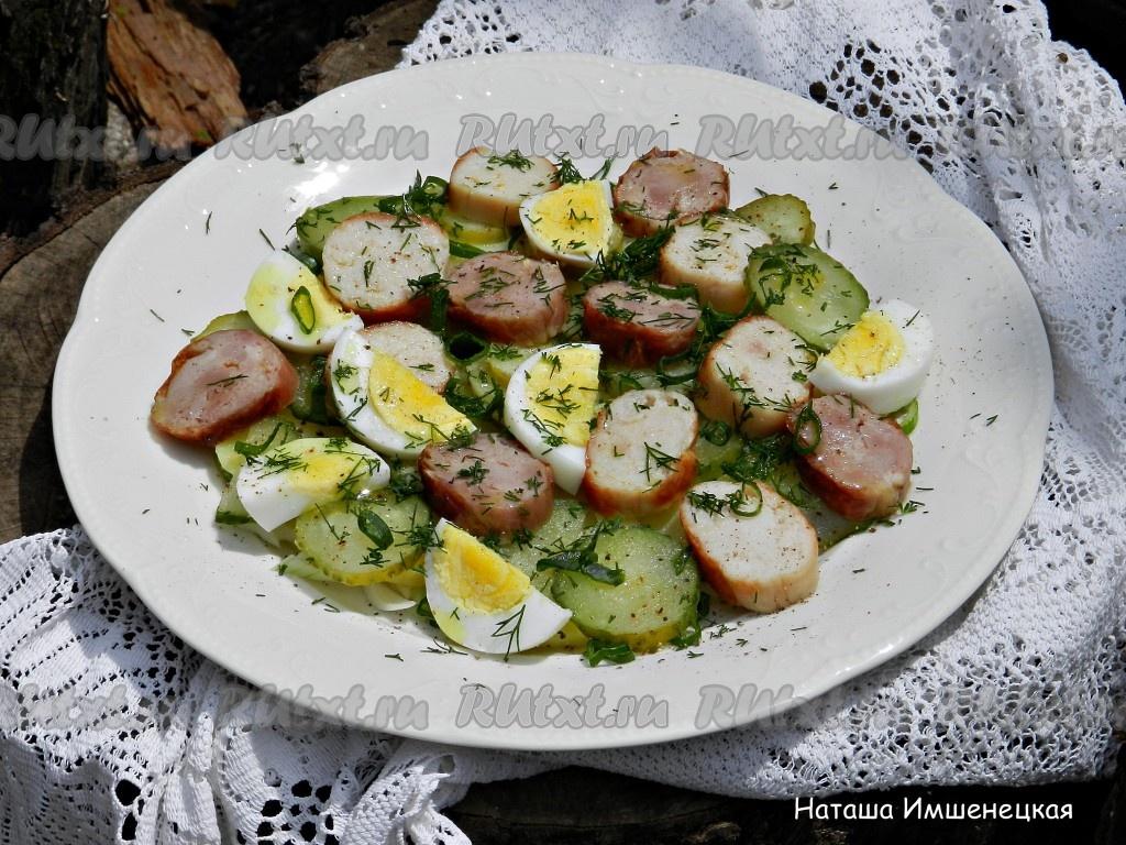 салат с сухариками и солеными огурцами рецепт с фото