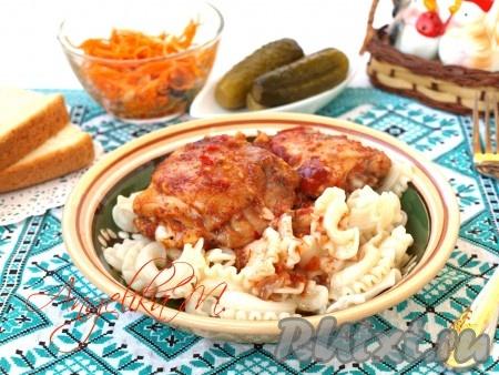 Курица в аджике, приготовленная по этому рецепту, получается и ароматной, и вкусной, подать её можно с любым гарниром.