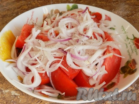 Салат с сухариками и помидорами рецепт