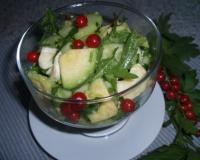 Салат с авокадо огурцом и сыром