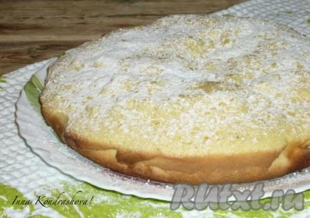Готовый бисквит освободить от пергамента и дать остыть.