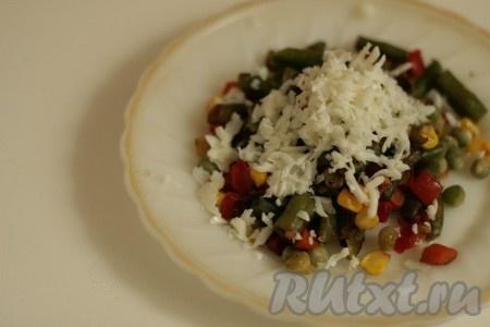 А белком посыпать овощи, запеченные в мультиварке. Блюдо получается красочным, вкусным и полезным.