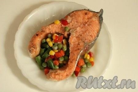 Рыба в пароварке. Форель с овощами.