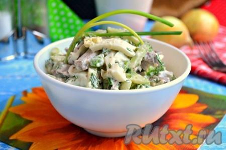 Выложить необычайно вкусный салат с языком и свежим огурцом в салатник, украсить и подать к столу.