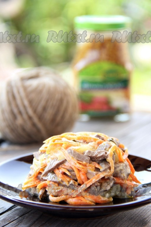Салат нежный со свежей моркови и лука