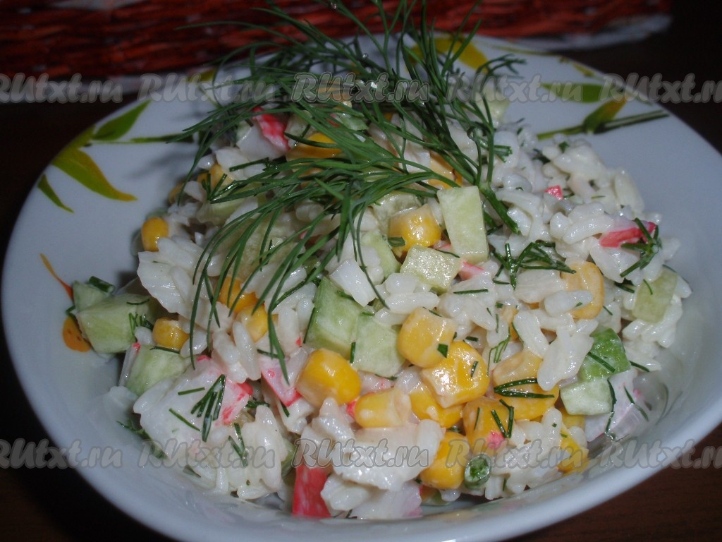 салат с крабовыми палочками и рисом рецепт с огурцом