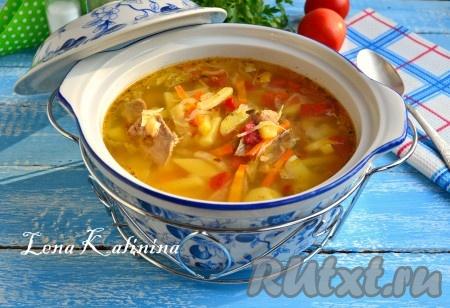 Разлить очень вкусный суп с говядиной и капустой по тарелкам и подать к столу.