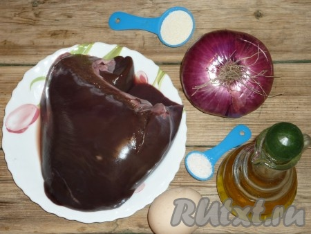 Ингредиенты для приготовления печеночных оладий с манкой