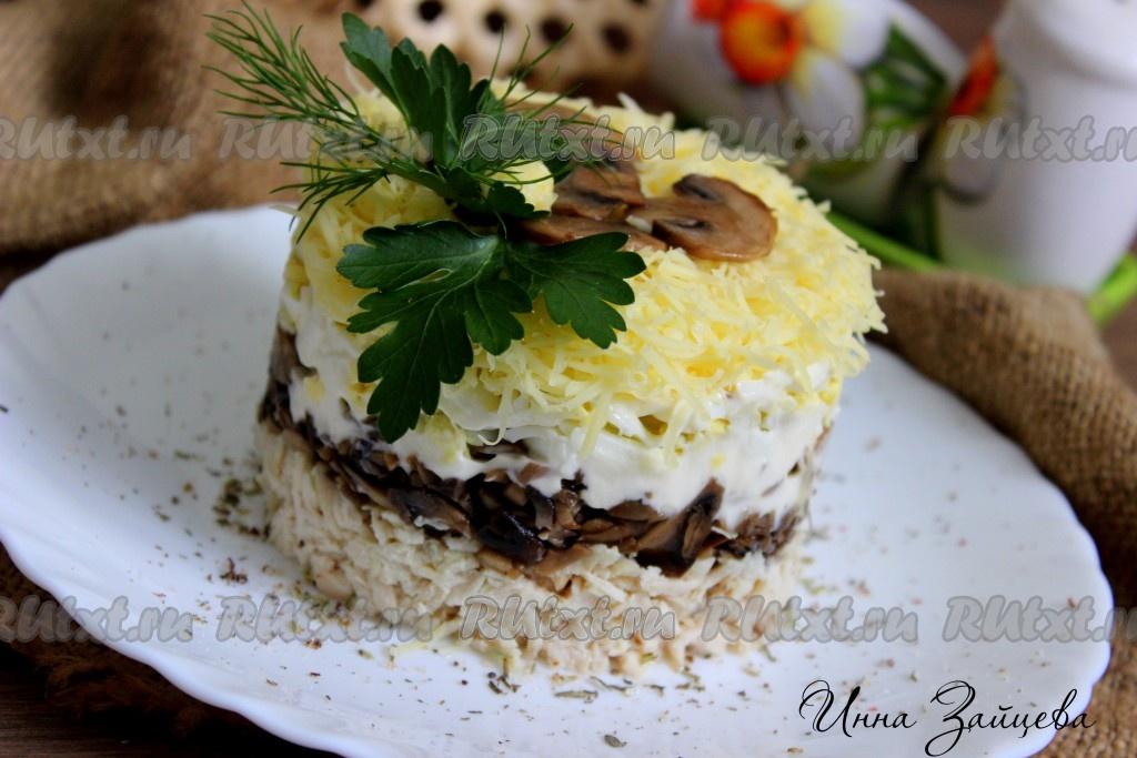 салат с курицей грибами и яйцом