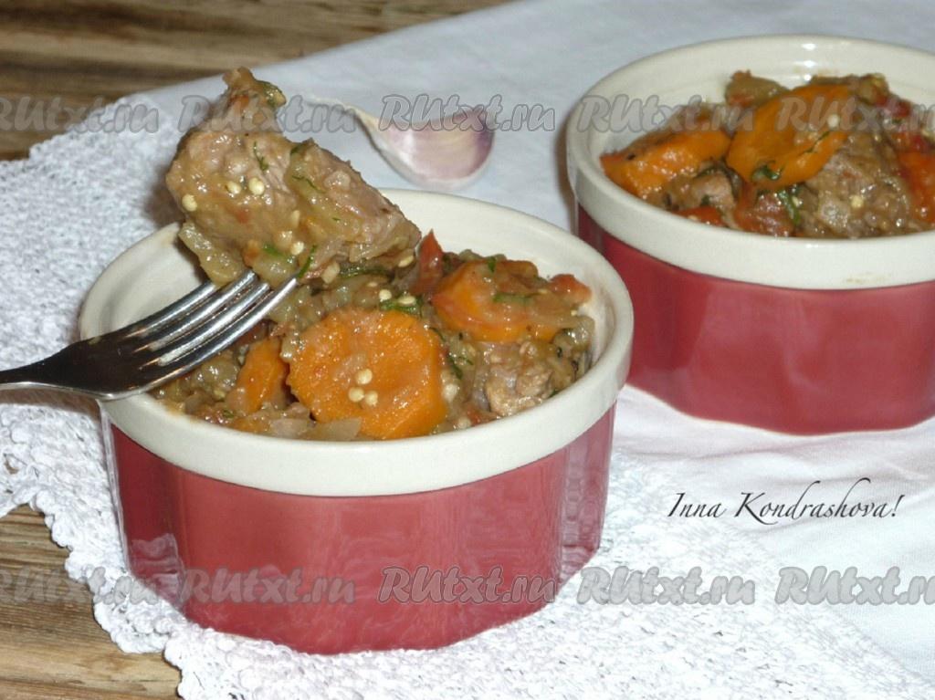 Говядина тушеная с кабачками и баклажанами на сковороде — pic 1