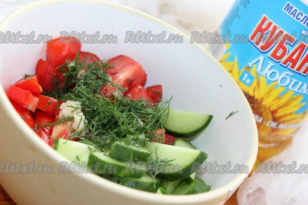 Салат с огурцами и помидором на зимуы