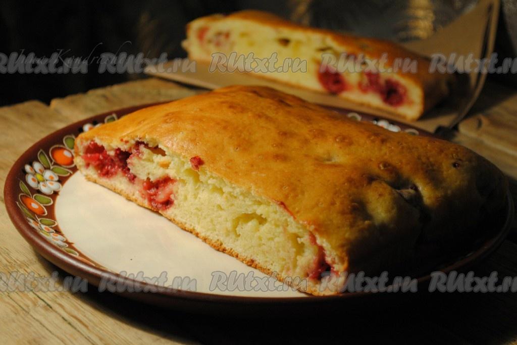 Вкусный пирог на молоке с ягодами