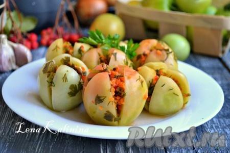 Сверху помидоров разместить небольшой гнет и оставить их при комнатной температуре на 3-4 суток. После этого вкуснейшие, острые квашеные зеленые помидоры можно подавать к столу. Хранить помидоры в холодильнике.