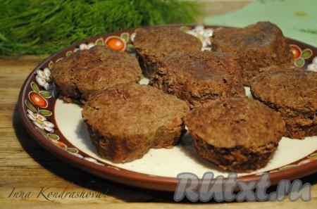 Печёночные котлеты, приготовленные на пару, получаются вкусными и очень нежными.