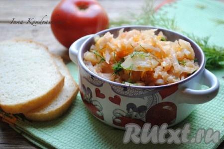 Капуста, тушеная с картошкой на сковороде, не только сытное, но и вкусное блюдо. К столу подаём в горячем виде.{amp}#xA;