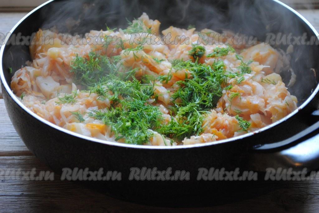 Тушеная капуста рецепт на сковороде пошагово с курицей
