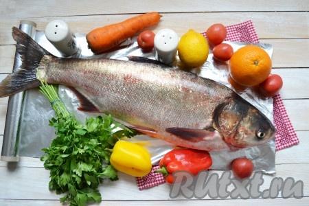 Подготовить все необходимые ингредиенты для запекания толстолобика в духовке целиком