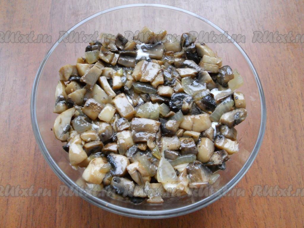 салат с курицей орехами и грибами