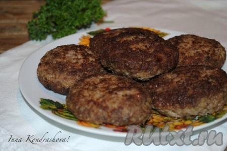 Вкусные, сочные котлеты из гуся готовы. Подавать в горячем виде с картофельным пюре, кашами или свежими овощами.