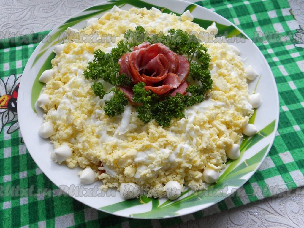 не слоеный салат с копченой колбасой рецепт с фото