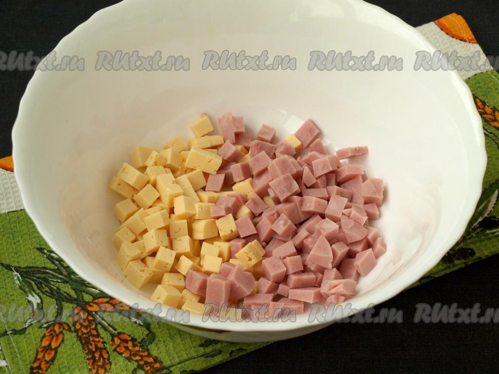 салат с кукурузой и ветчиной и сыром