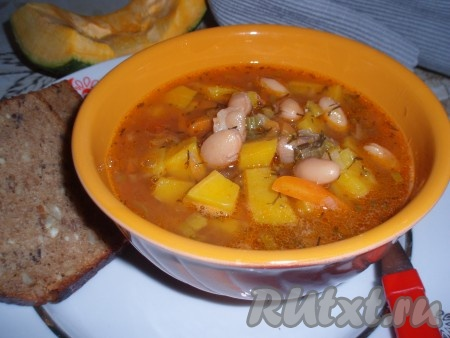 Куриный суп с тыквой, фасолью, сельдереем и томатами: для сытного обеда