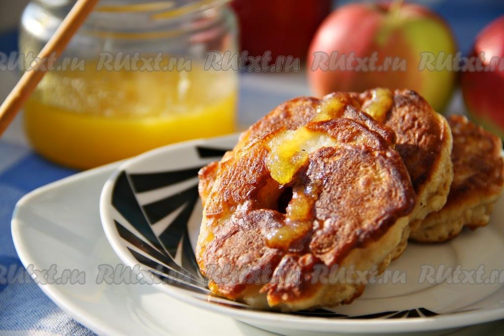Вкусные оладьи с яблоками