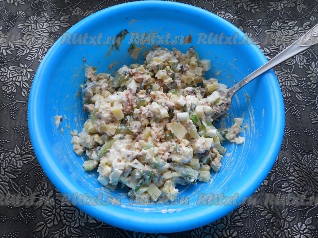 Простые салаты из консервы рыбной