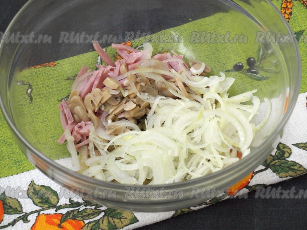 Рецепты салатов из ветчины и лука