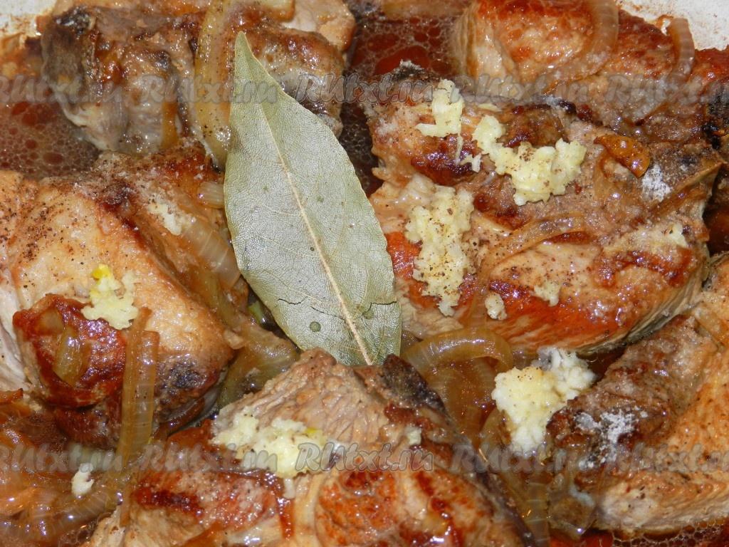 свиные ребрышки с луком рецепт с фото