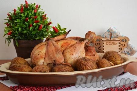 Курочка, запеченная целиком с картошкой в духовке, получается ароматной, очень сочной и вкусной.