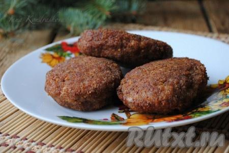 Сочные, вкусные котлеты из мясного фарша готовы. Благодаря панировочным сухарям, они получаются с очень аппетитной, хрустящей корочкой. {amp}#xA;