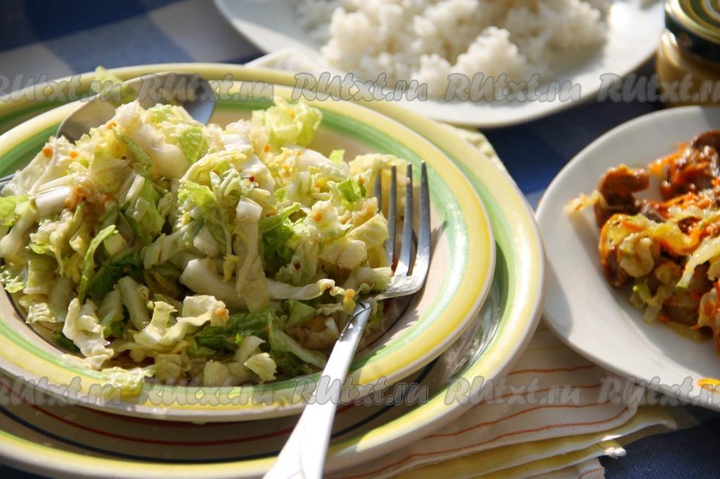 салаты из капусты рецепты с колбасой и сыром