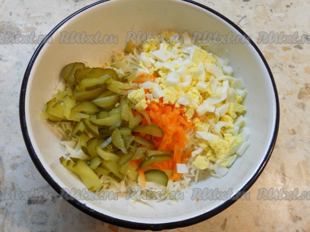 Салат из свеклы со свежей капустой и колбасой