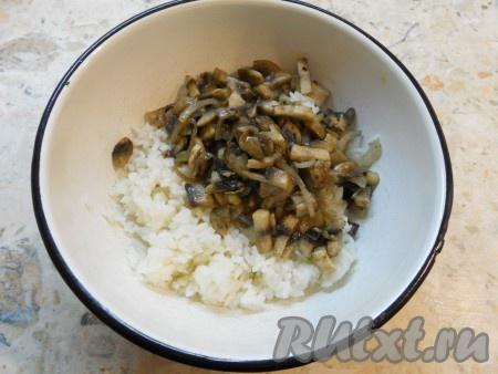 Добавить обжаренные с луком грибы (остудить).