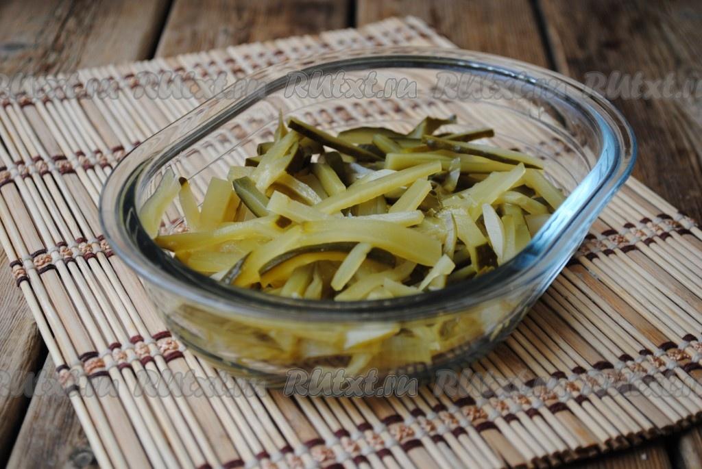 салат из омлетных блинчиков с колбасой рецепт