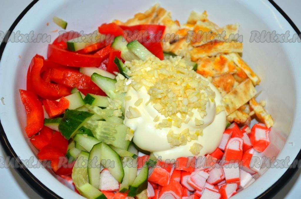 Салат с фетой и крабовыми палочками рецепт