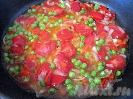 Потом овощи перемешать, посолить и потушить минут 10. Если планируется добавление вина, то его влить при перемешивании овощей.