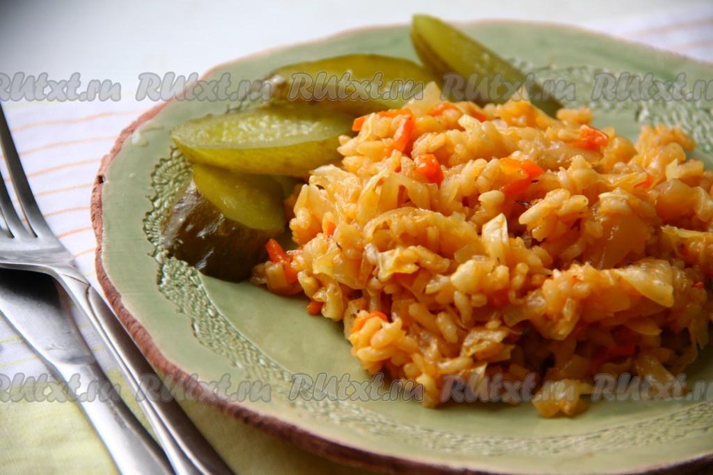 рецепт тушеной капусты с мясом и рисом в сковороде