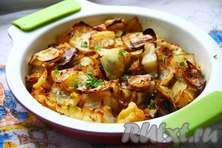 Вот так просто можно запечь белокочанную капусту в духовке. Блюдо получается не только сытным, но и вкусным.