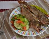 Речной окунь в духовке с картошкой в фольге рецепт