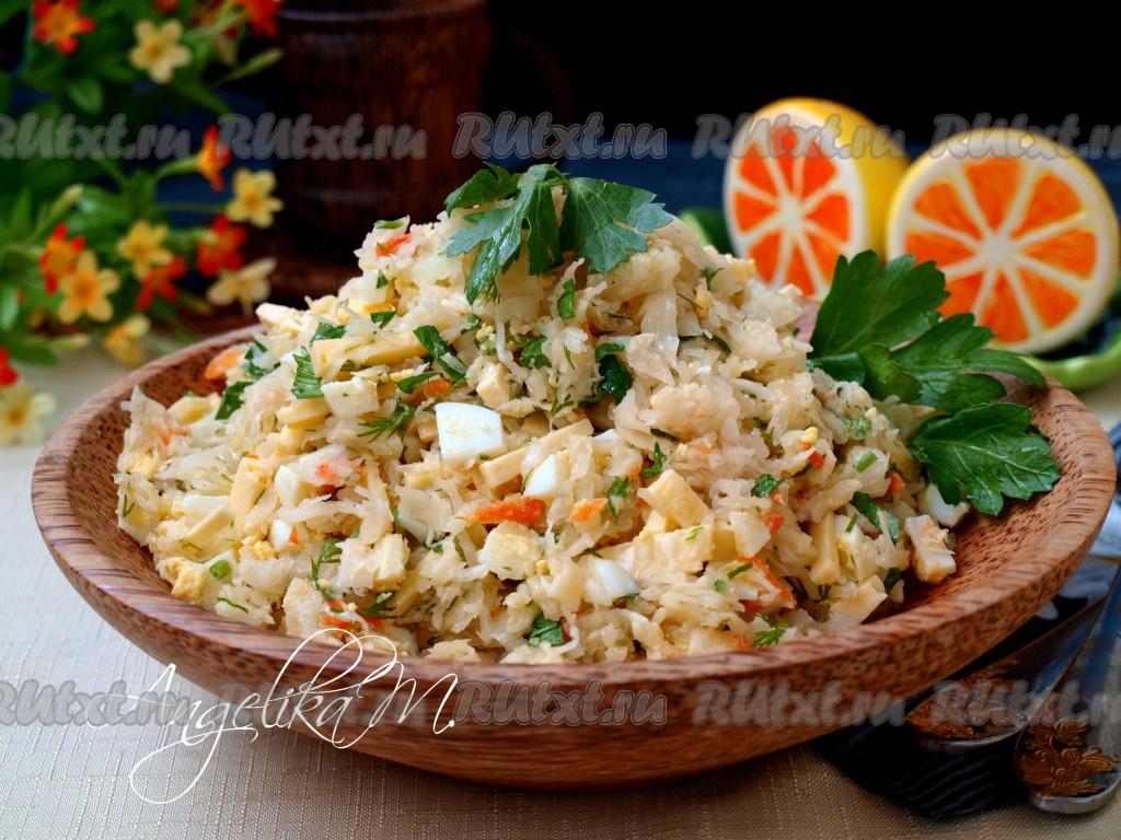 Салат с квашеной капустой и яйцом