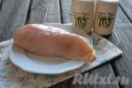Подготовить необходимые ингредиенты для приготовления куриного филе в микроволновке