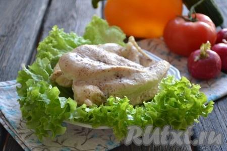Такое мясо можно подать с гарниром или использовать для приготовления салатов, бутербродов.
