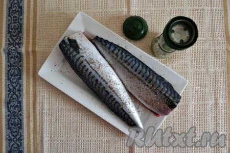Приправить рыбку солью со специями снаружи и внутри.{amp}#xA;