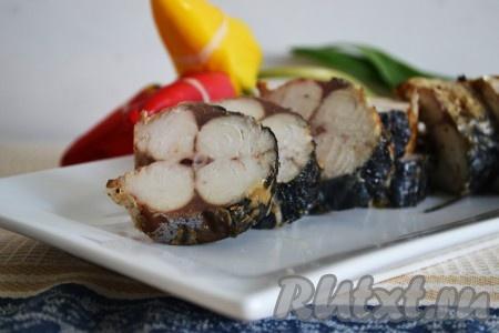 Подавать рыбу, приготовленную на сковороде гриль газ, в теплом виде. Рецепт очень простой, а результат всегда отличный.