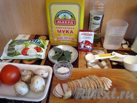 Ингредиенты для приготовления одной пиццы с курицей и сыром.