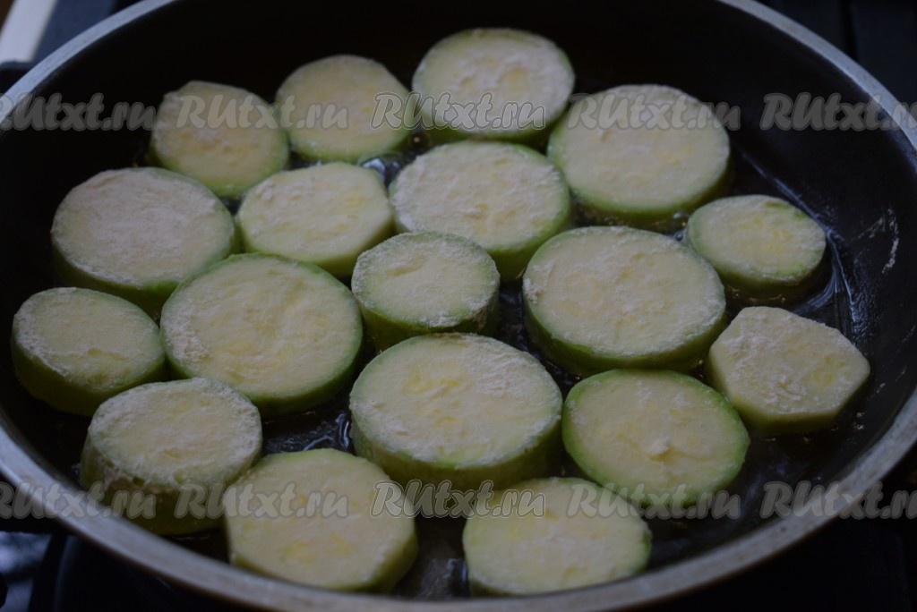 кабачки с творогом на сковороде